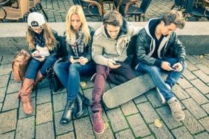 Viele Jugendliche nutzen ein Prepaid Handy